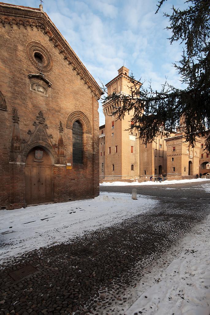 Castello Estense in inverno